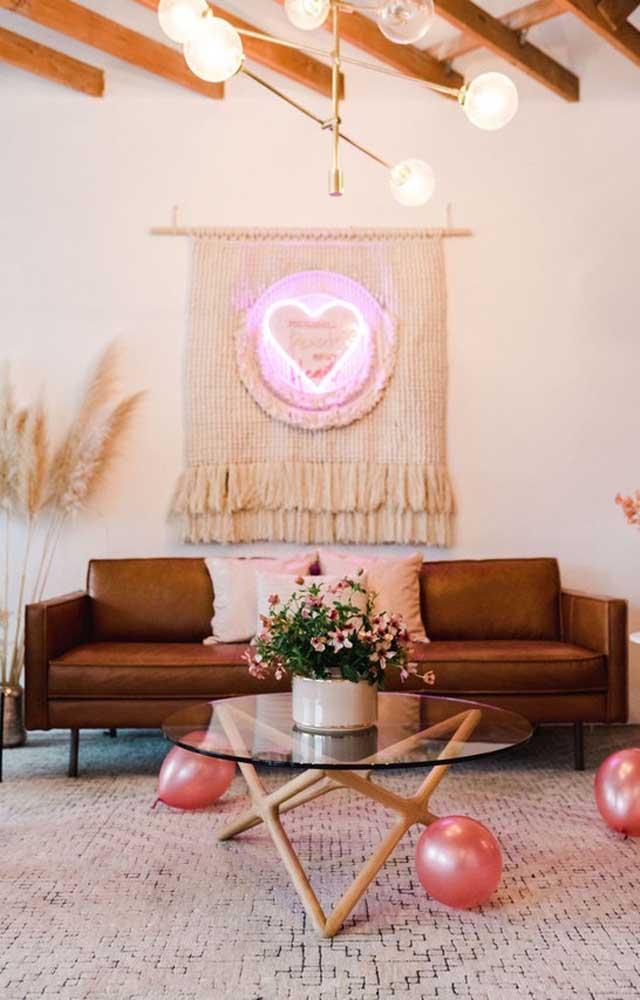 Surpresa para o namorado na sala de estar com uma decor especial e super caprichada