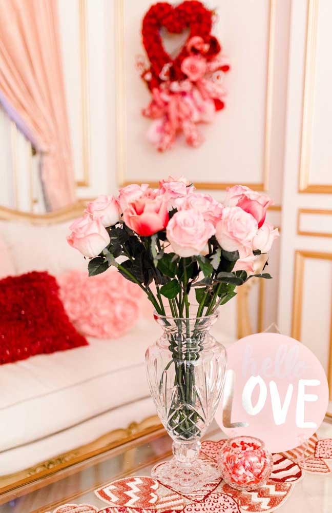 Ambiente decorado de modo muito romântico para surpresa para o namorado