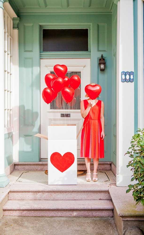 Balões de coração para surpreender o namorado quando a caixa for aberta