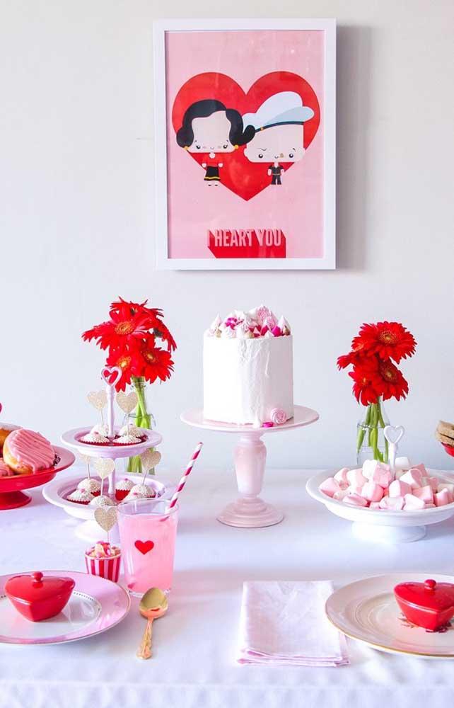Surpresa de aniversário para o namorado: mesa de bolo romântica