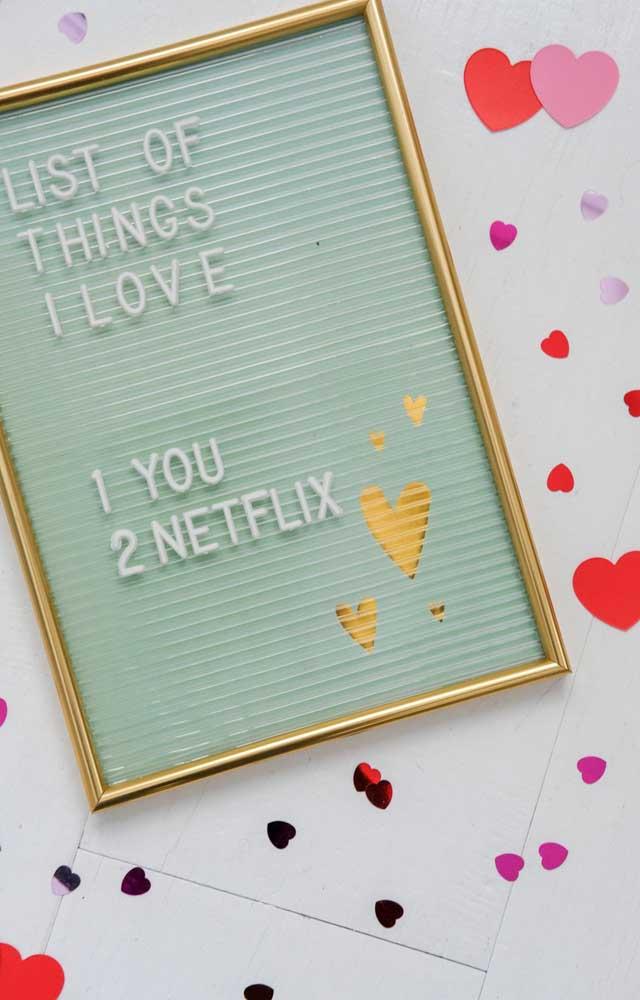 O quadro de frases pode ser usado para deixar recados ou dicas sobre a surpresa para o namorado