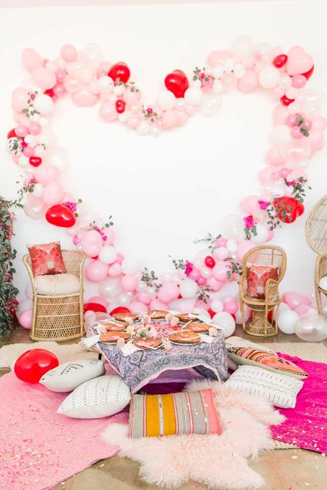 Arco em formato de coração para decorar o ambiente super romântico