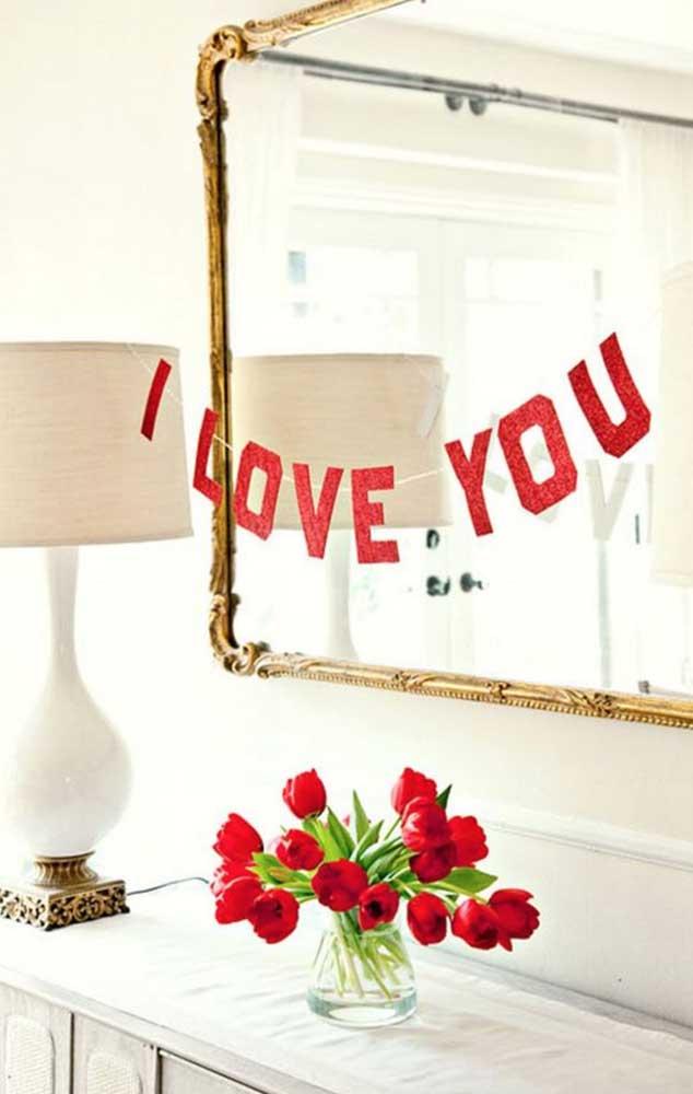 Opção simples e barata para decorar um dos espaços da casa durante uma surpresa para o namorado