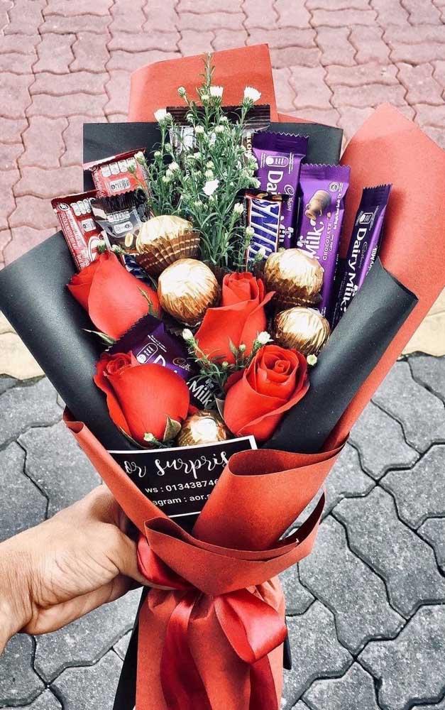 Uma delícia de presente é esse buquê de doces para surpreender o namorado