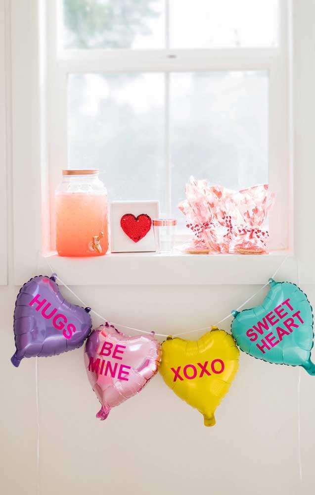 Balões com mensagens para decorar a surpresa para o namorado