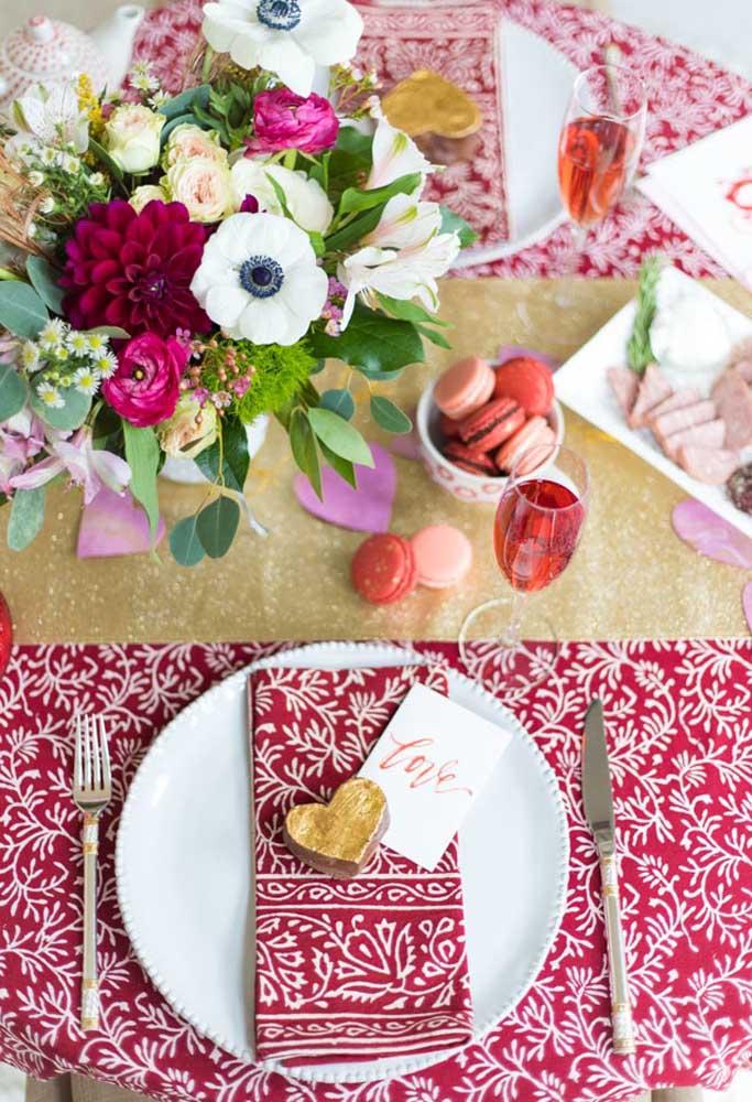Escolha a cor vermelha na hora de decorar no dia dos namorados.