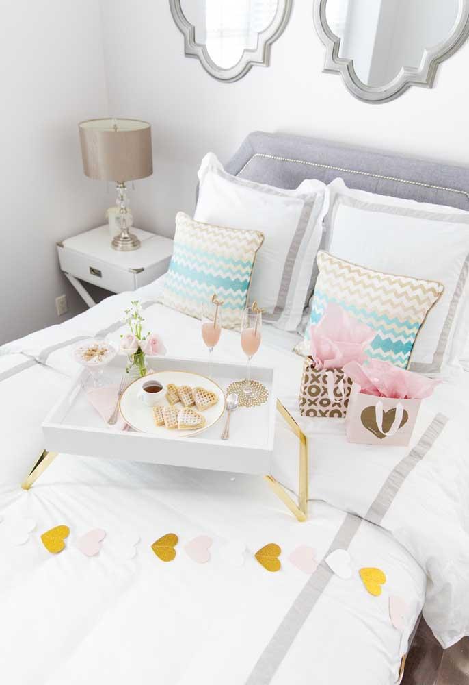 Tem coisa mais romântica do que receber um delicioso café da manhã na cama?