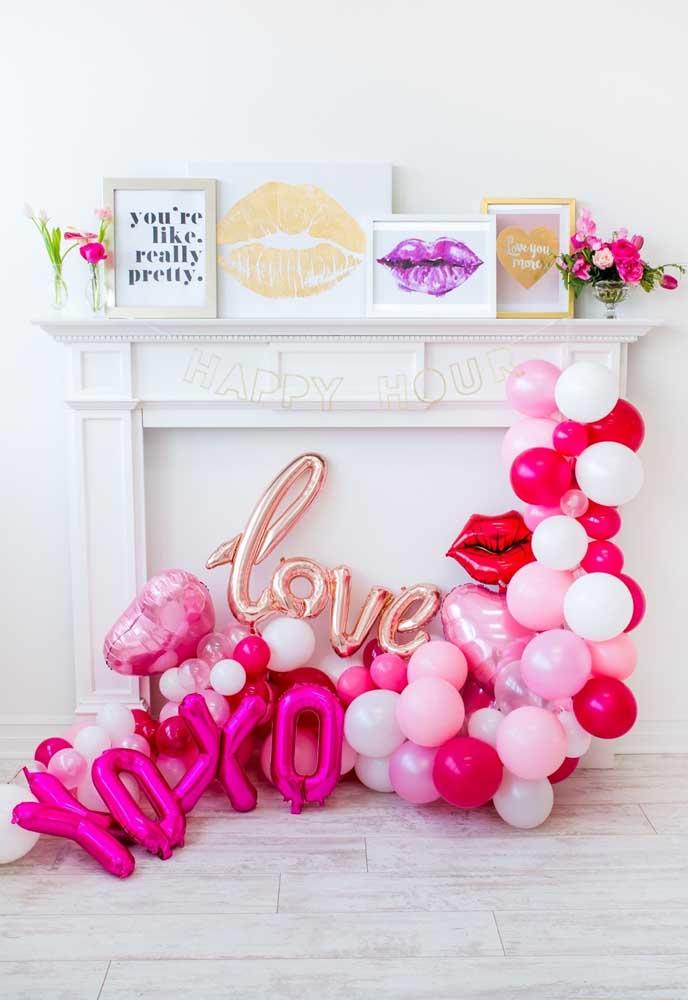Balões desconstruídos estão super na moda, então nem hesite em fazer uma decoração nesse estilo para o dia dos namorados.