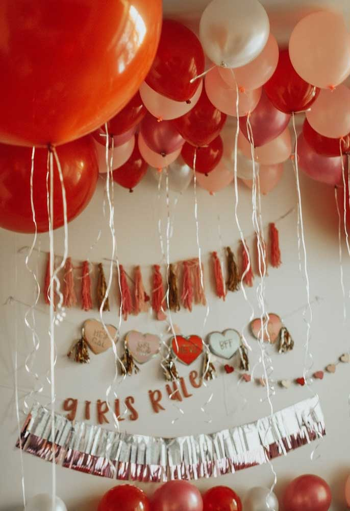 Prepare uma festa animada para comemorar o dia dos namorados.