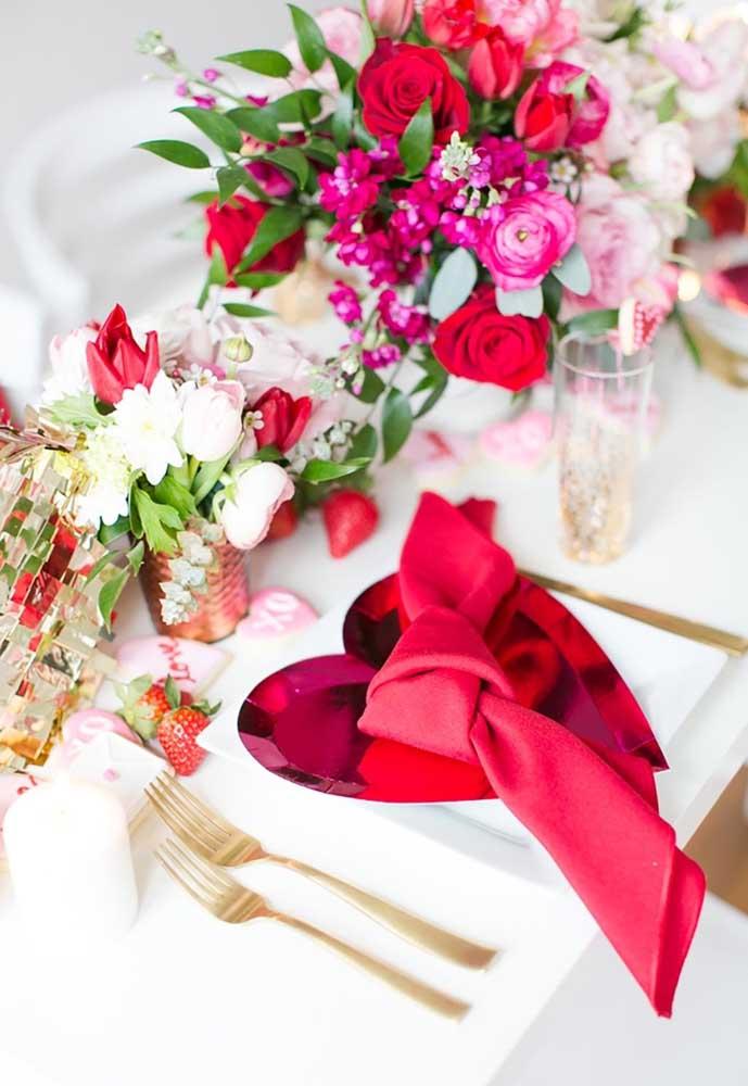O detalhe da organização do guardanapo pode ser seu grande aliado na decoração dia dos namorados.