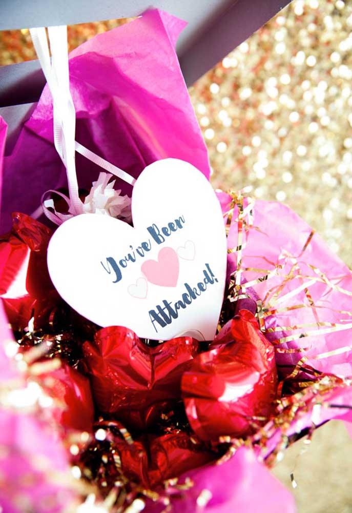 Não sabe o que dá de presente dia dos namorados? Prepare uma caixinha romântica.