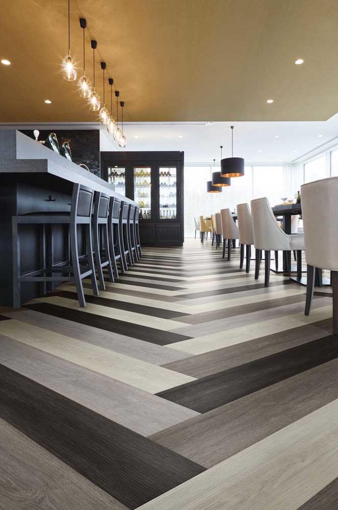 Também é possível fazer piso 3D com réguas de piso laminado, dúvida? Olha a ideia abaixo, então!