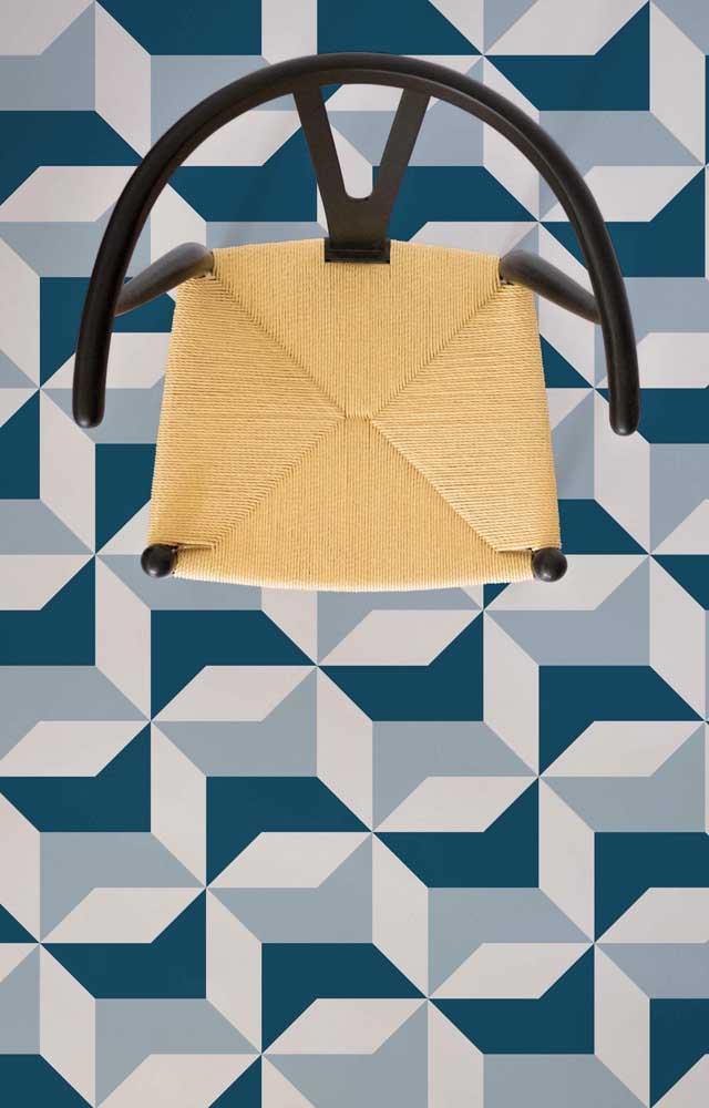 Vista de cima de um piso 3D geométrico em tons de azul e branco; repare como o padrão confunde o olhar