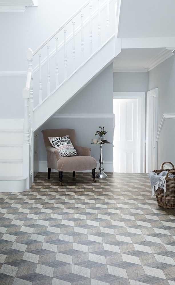 Esse piso 3D amadeirado provoca uma leve sensação de profundidade no hall de entrada