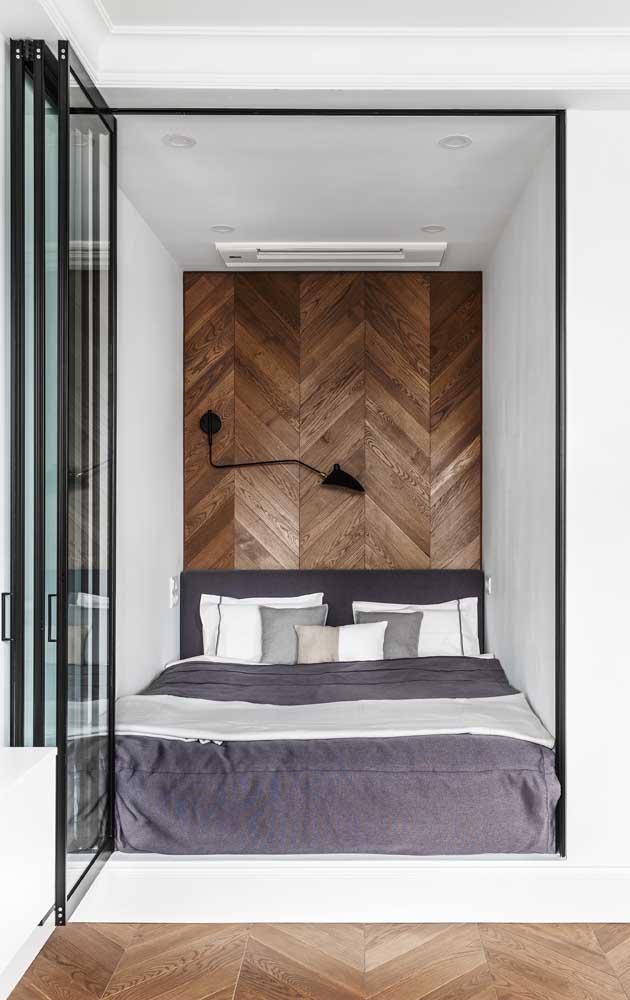 E por falar em detalhe, o que acha desse revestimento de madeira para a parede da cabeceira?