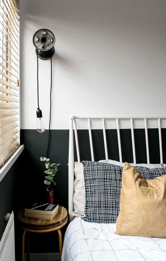 Gosta de preto, mas a cor é demais para o quarto pequeno? Pinte apenas meia parede com ela