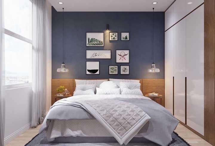 Deixe a luz entrar! Para isso escolha uma cortina de voil branco para o quarto de casal pequeno