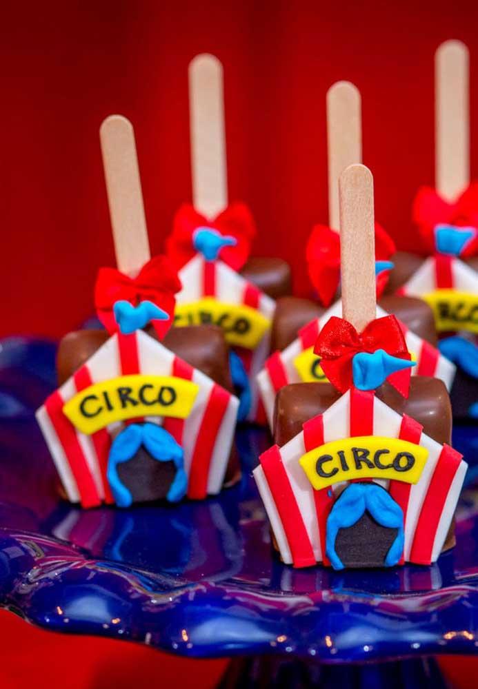 Personalize todos os doces da festa tema circo com itens que fazem parte do universo do tema.