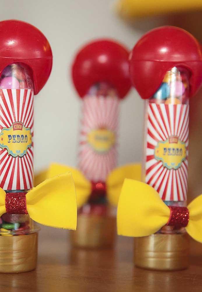 Use a criatividade na hora de personalizar as embalagens das guloseimas da festa do circo.