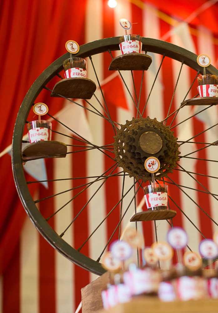 Que tal usar objetos antigos para fazer uma festa circo no estilo mais rústico?