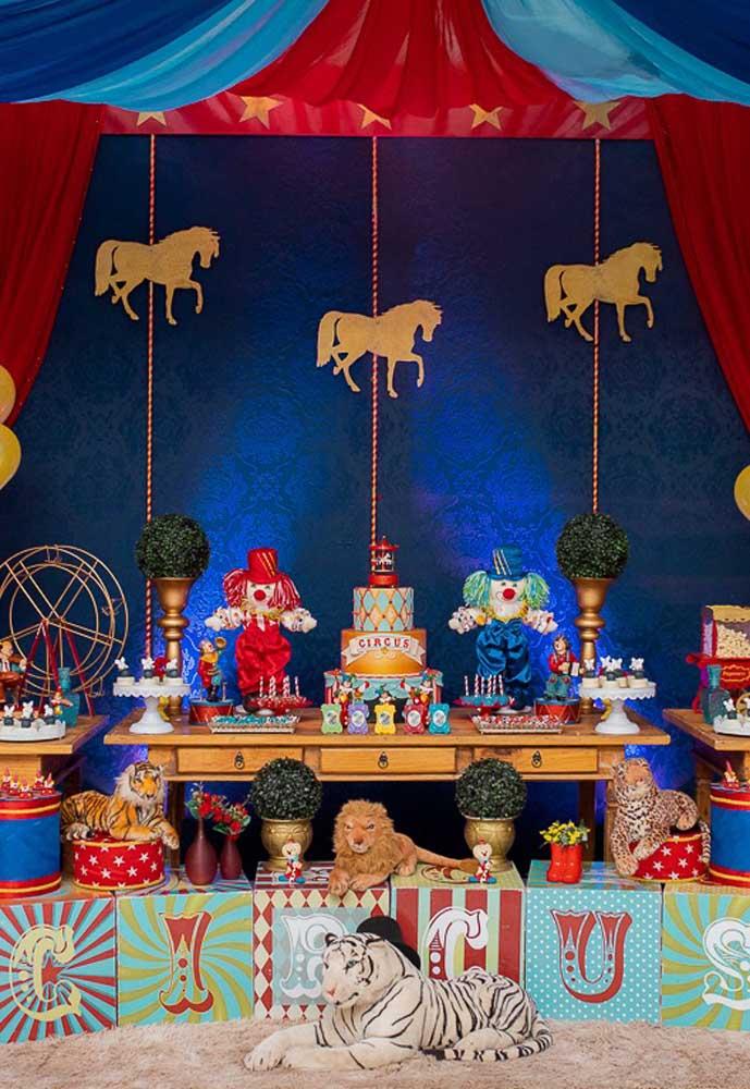 Você quer fazer uma festa circo luxo? Olha que ideia mais fantástica.