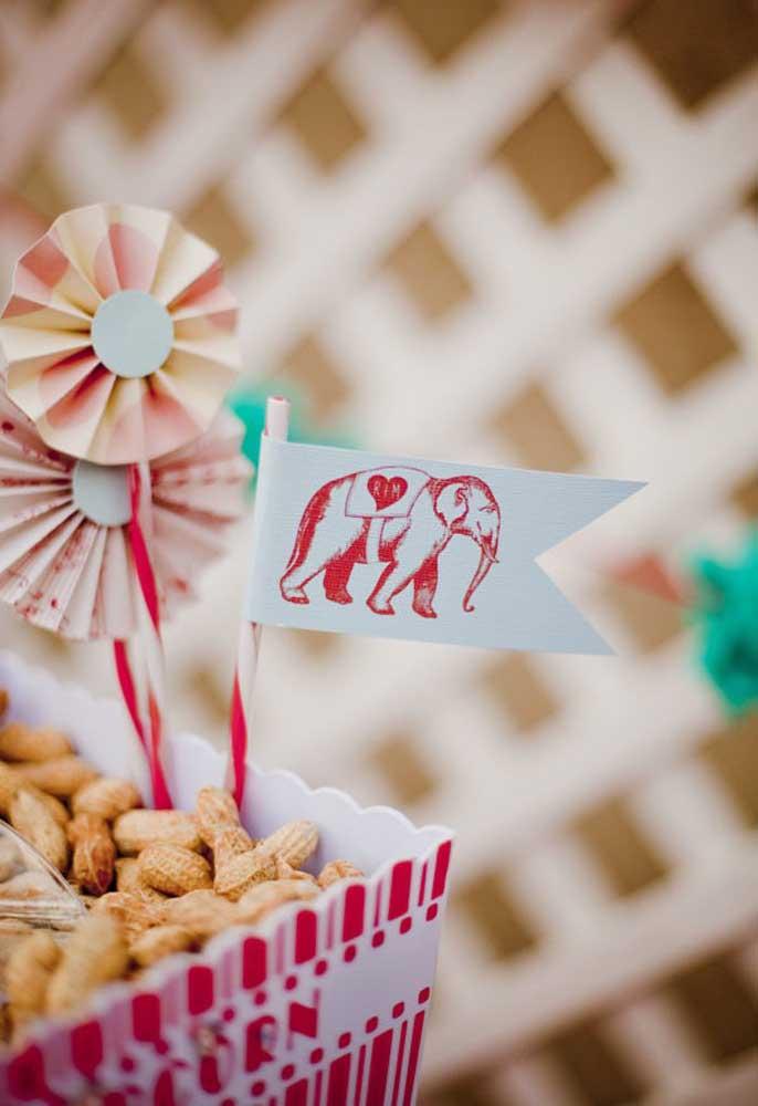Para fazer uma decoração com o tema circo mais feminino, aposte em itens mais delicados.