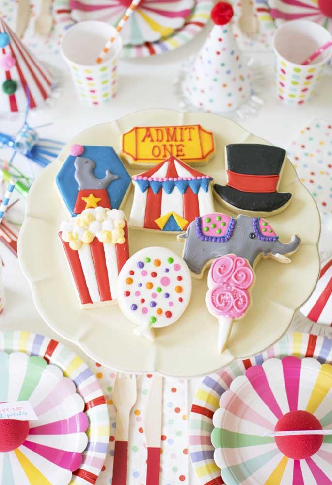 Capriche nos detalhes dos doces para deixar tudo personalizado de acordo com o tema.