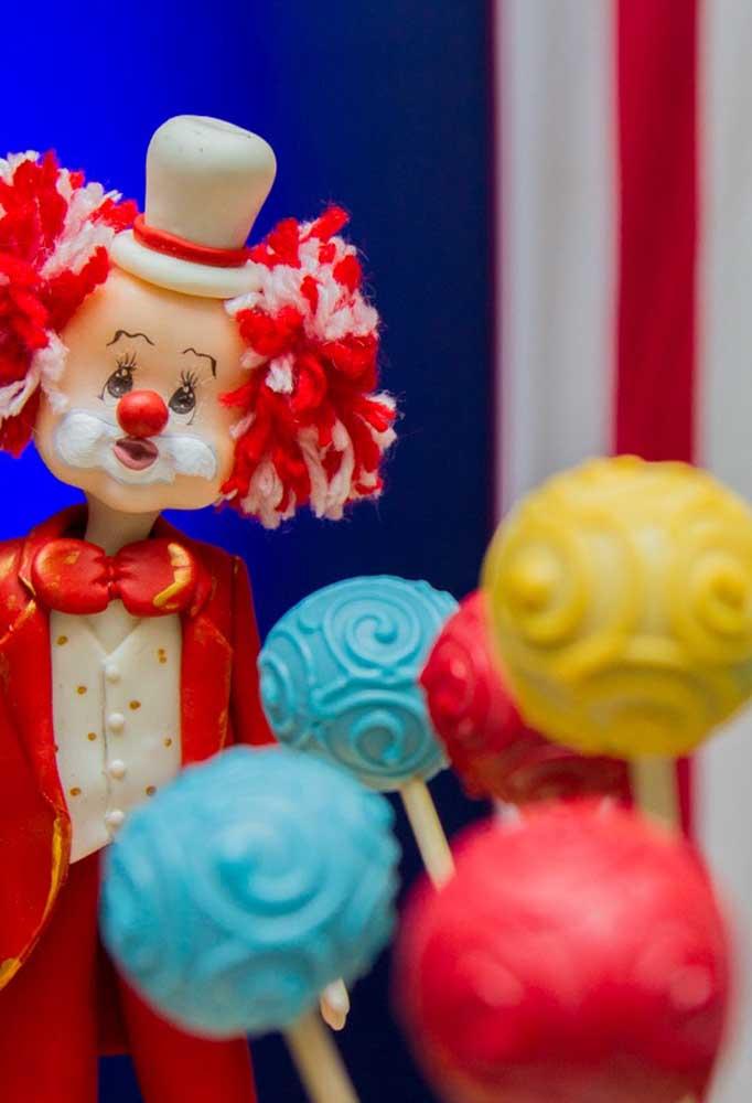 Use vários modelos de palhaços para decorar a festa