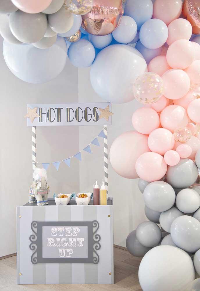 Que tal fazer uma festa circo com tons de cinza, azul e rosa?