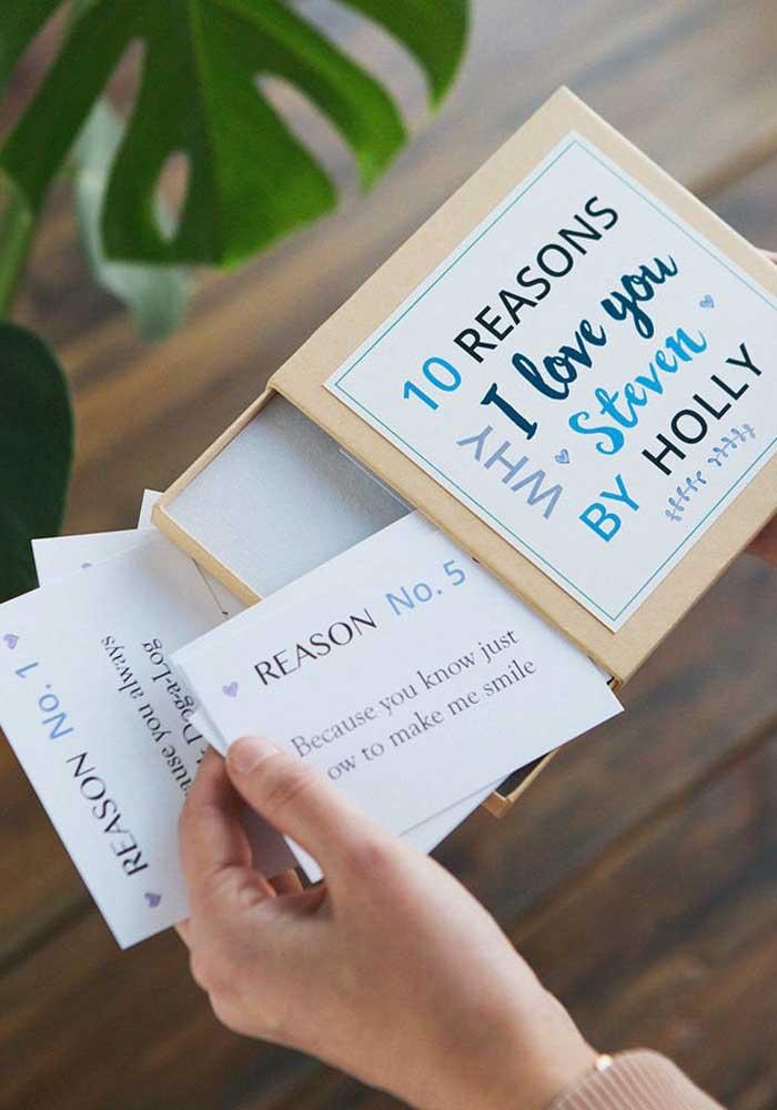 Que tal você mesmo preparar o presente para o dia dos namorados? Já pensou em fazer uma caixinha como essa com as 10 razões porque você o (a) ama?