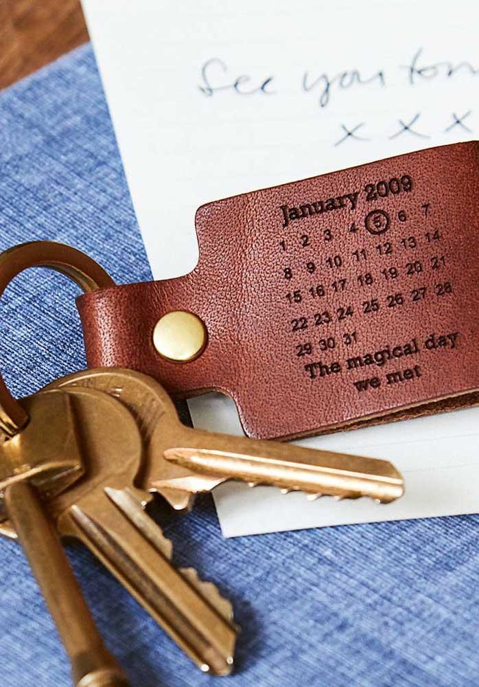 O chaveiro personalizado é uma ótima opção de presente dia dos namorados para homem.