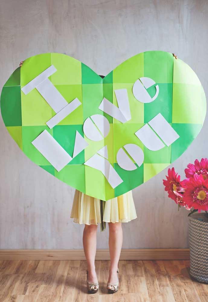 """Você quer fazer um presente dia dos namorados criativo? Faça um cartaz bem grande com a frase """"Eu amo você""""."""