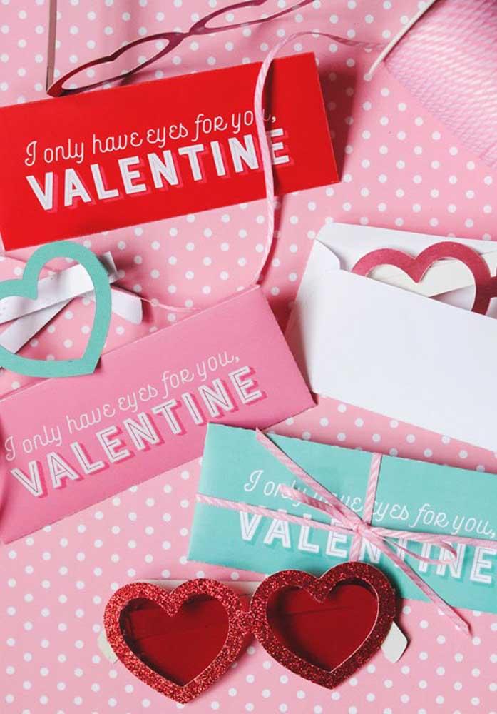 Faça você mesmo a decoração e o presente do dia dos namorados. Para isso, basta usar a sua criatividade.