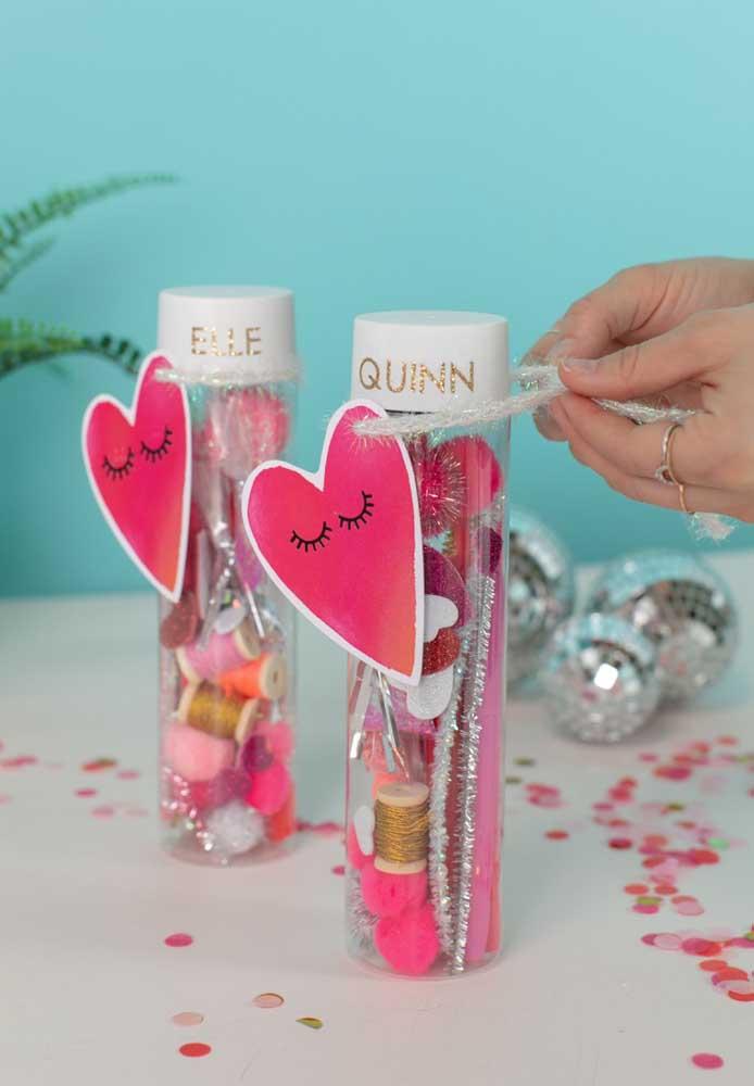 Ao invés de fazer algo apenas presentear o (a) namorado (a), prepare um presente para o casal.