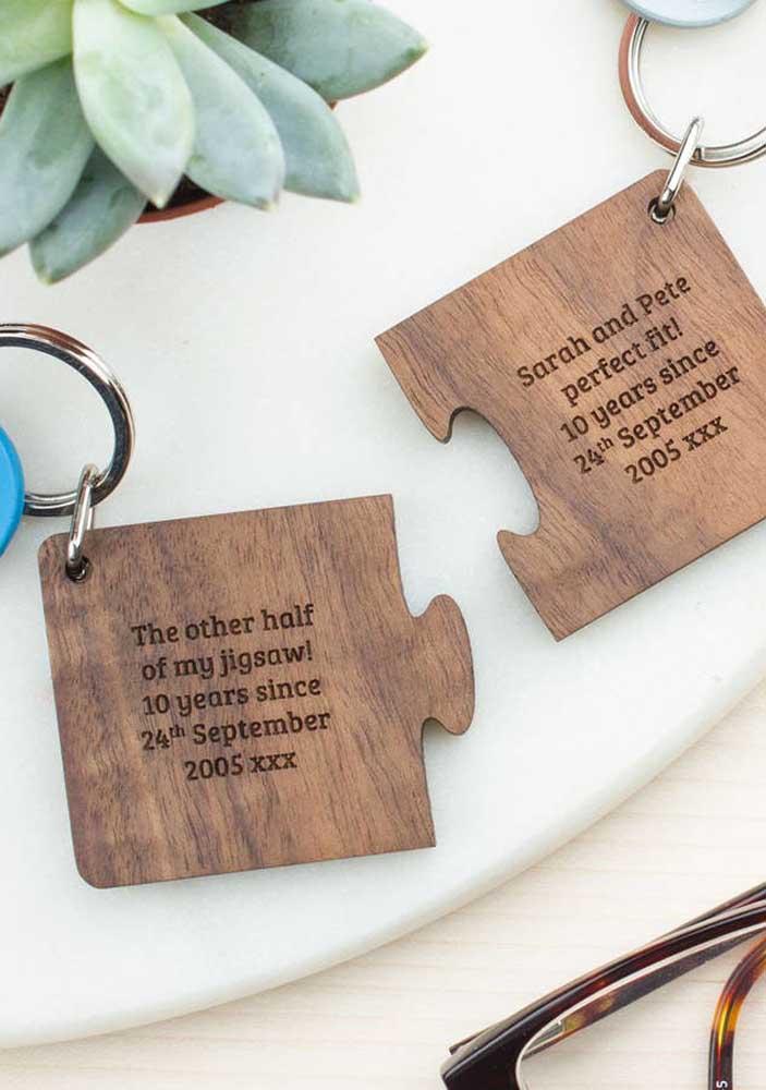 O que acha de presentear seu amor com um chaveiro que se completa com o seu?