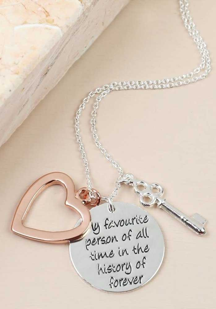Um coração, uma chave e uma frase apaixonada.