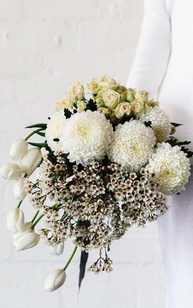 O cravo é outra espécie linda de flor que merece um espaço na sua lista pessoal; dizem que cada cor do cravo representa um significado diferente; o cravo branco, por exemplo, está ligado ao amor puro e a sorte