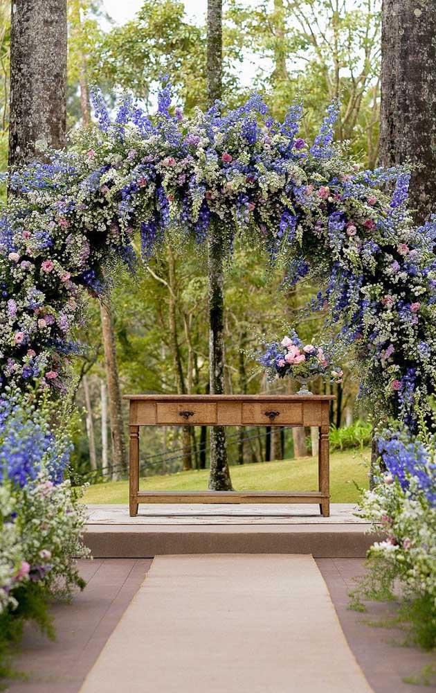 As flores azuis mais intensas da natureza são da espécie Delfinio; um tipo perfeito para jardins e para criar decorações deslumbrantes e originais
