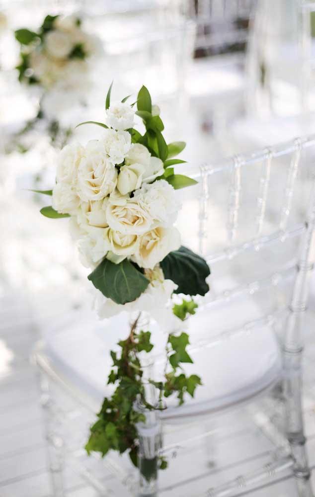 Você ainda é um jardineiro aprendiz? Então coloque a linda flor da gardênia na sua lista de espécies para cultivar; a planta é fácil de cuidar e apresenta uma beleza e perfume incríveis