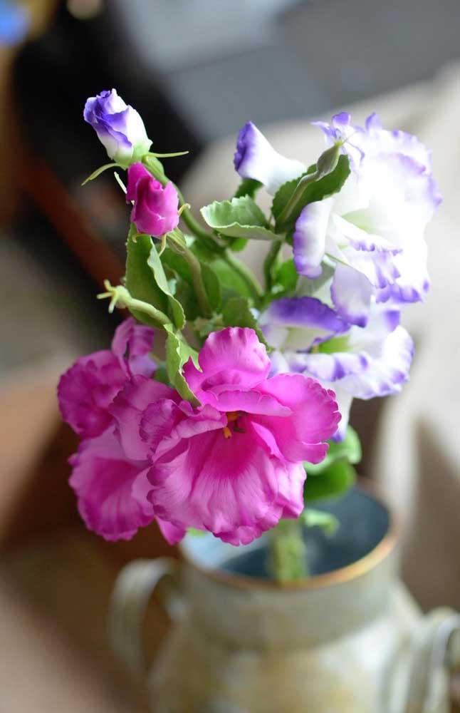 Outra queridinha das decorações de festas, a Lisianto é uma flor linda, cheia de cores e com uma delicadeza de encher os olhos