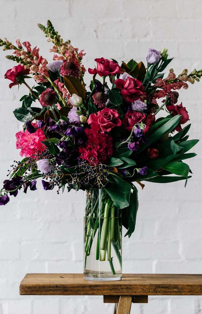 Flores nunca é demais; quanto mais e mais variado o arranjo, melhor!
