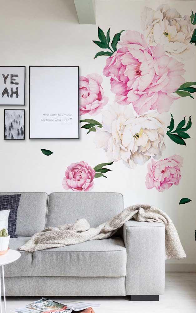 Mas se preferir uma opção mais clean e discreta com a flor, esse modelo de papel de parede é perfeito