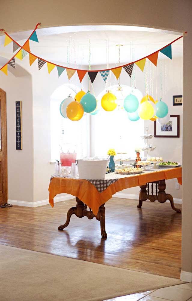 Inspiração de decoração colorida e diferente para um Chá Bar simples e barato