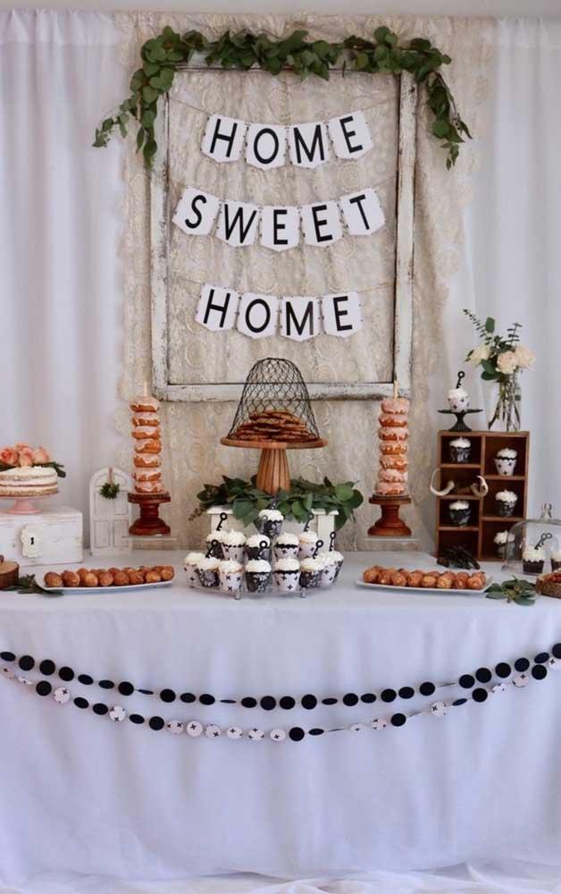 Mesa de doces rústica para o Chá Bar