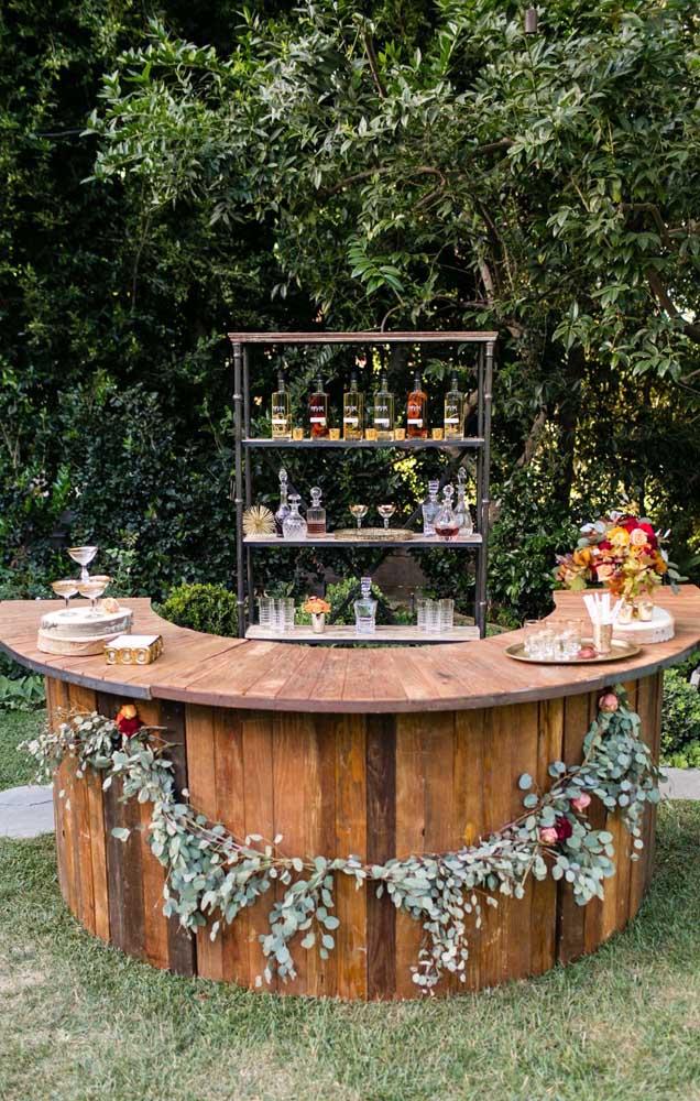 Esse Chá Bar ganhou um balcão de madeira para servir as bebidas de uma maneira ainda mais legal