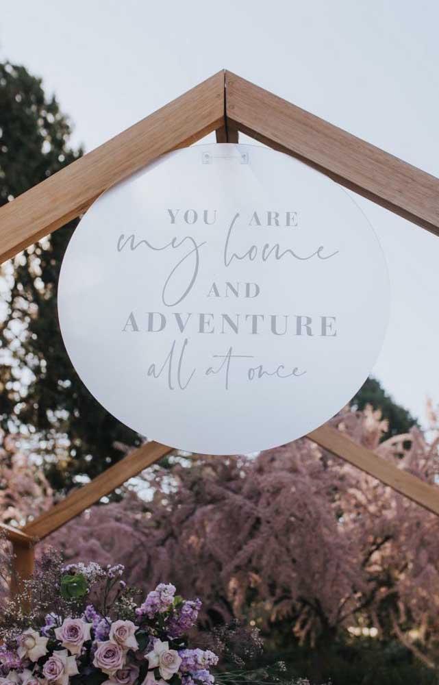 Decoração personalizada para a entrada do Chá Bar dos noivos