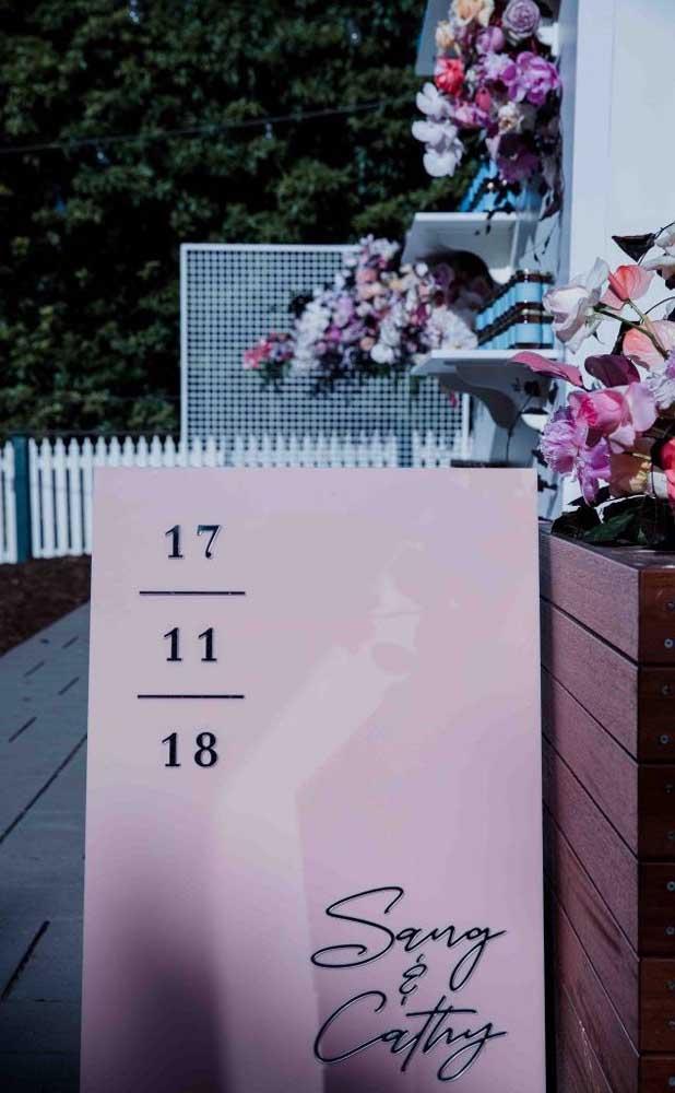Placas com save the date do casamento também são uma ótima opção de decoração do Chá Bar e já deixa todo mundo no clima do grande dia