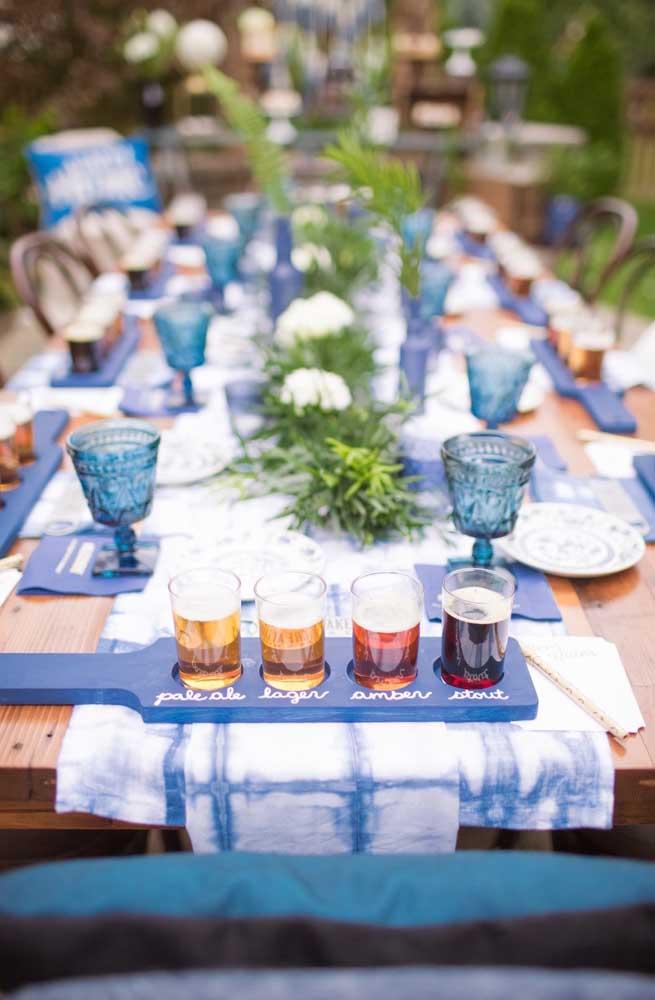 A tábua com as bebidas é uma forma divertida e deliciosa de surpreender os convidados no Chá Bar