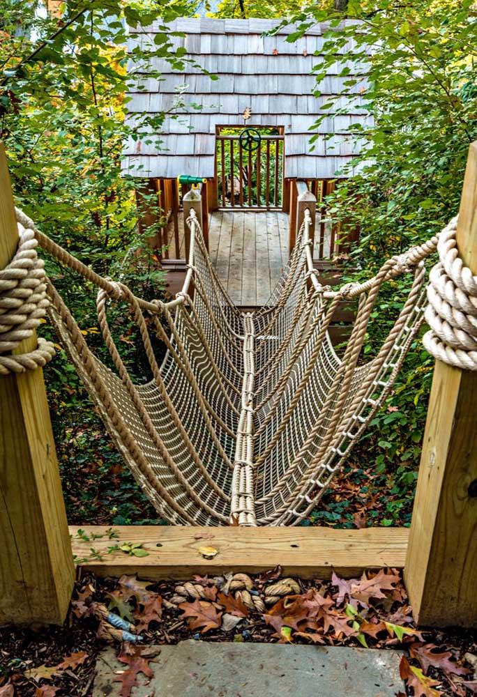 Olha que diferente esse acesso para a casa na árvore. Perfeito para quem tem um estilo mais aventureiro.