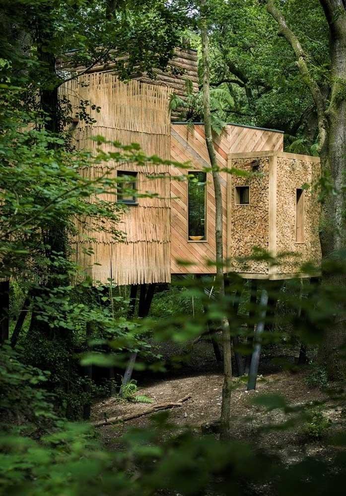 Não basta apenas fazer uma casa na árvore de madeira, é preciso usar texturas e materiais diferenciados para destacar cada ambiente.